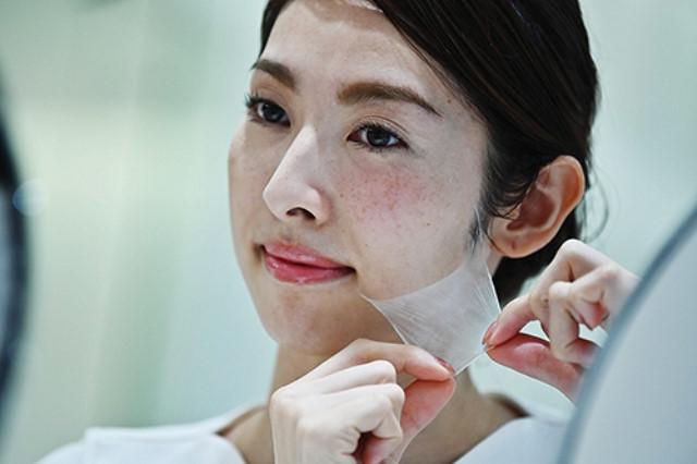 Nhật Bản phát triển mặt nạ dạng xịt đầu tiên trên thế giới - Hình 1