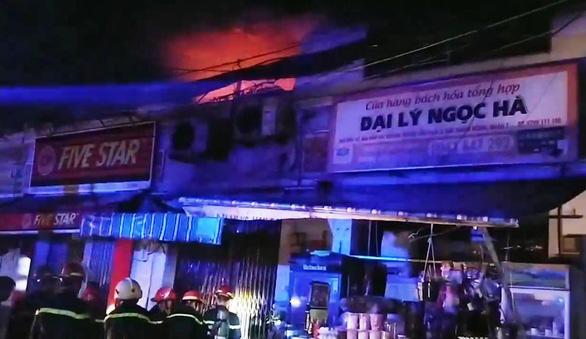 Cháy đau lòng ở quận 7 lúc rạng sáng, 3 người thiệt mạng - Hình 1