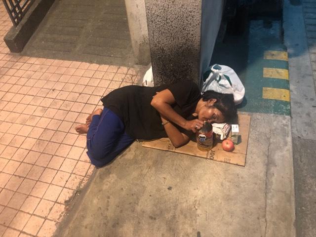 Góc khuất SEA Games: Giấc ngủ vỉa hè, cuộc sống bới rác ở Manila - Hình 1