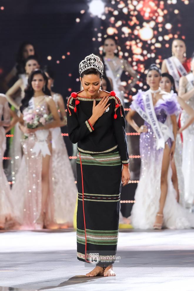 Khánh Vân trở thành tân Hoa hậu Hoàn vũ Việt Nam 2019, Thúy Vân dừng chân ở danh hiệu Á hậu 2 - Hình 33