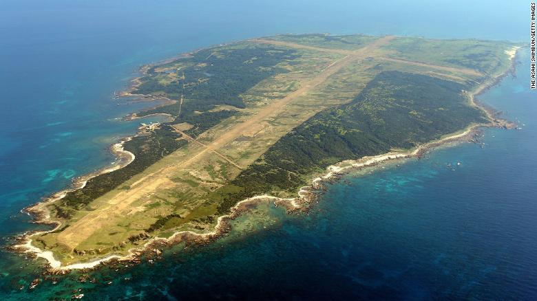 Một hòn đảo Nhật Bản có thể trở thành tàu sân bay của Mỹ - Hình 1