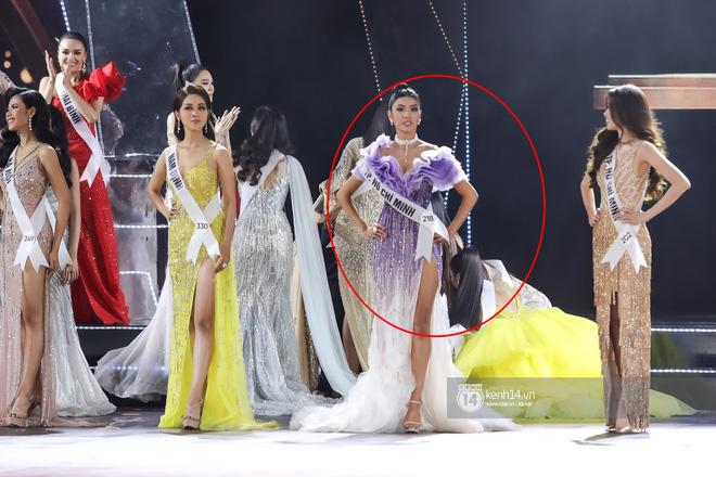 Nóng: Đang chuẩn bị nhận giải, Hương Ly bất ngờ ngất xỉu ngay trên sân khấu Hoa hậu Hoàn vũ Việt Nam 2019 - Hình 1