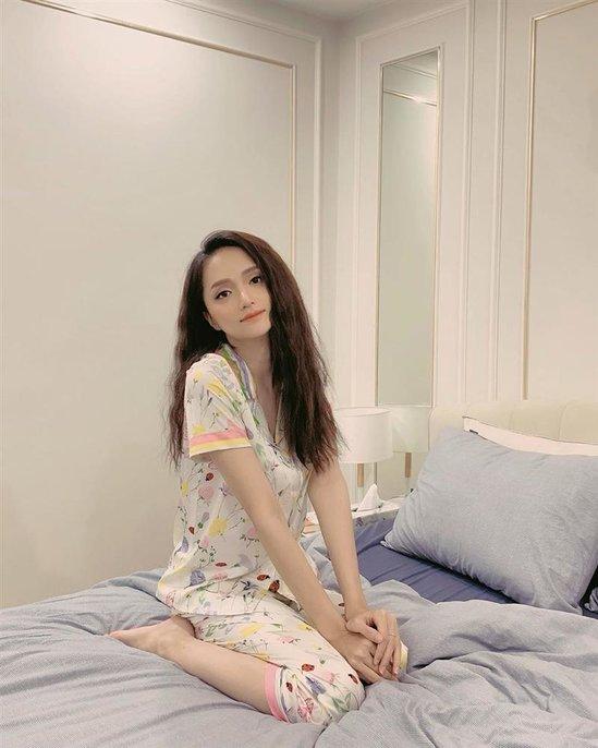 Sao Việt mặc đồ ngủ: Hương Giang, Đông Nhi cute hết nấc, đến Sơn Tùng cũng lăng xê nhiệt tình - Hình 1