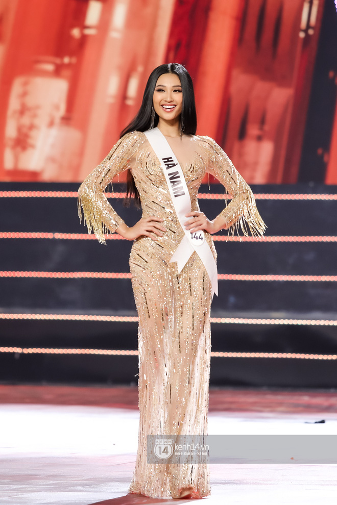 Top 10 thí sinh Hoa hậu Hoàn vũ tự tin sải bước catwalk điêu luyện, rực rỡ trong phần thi trang phục dạ hội - Hình 1