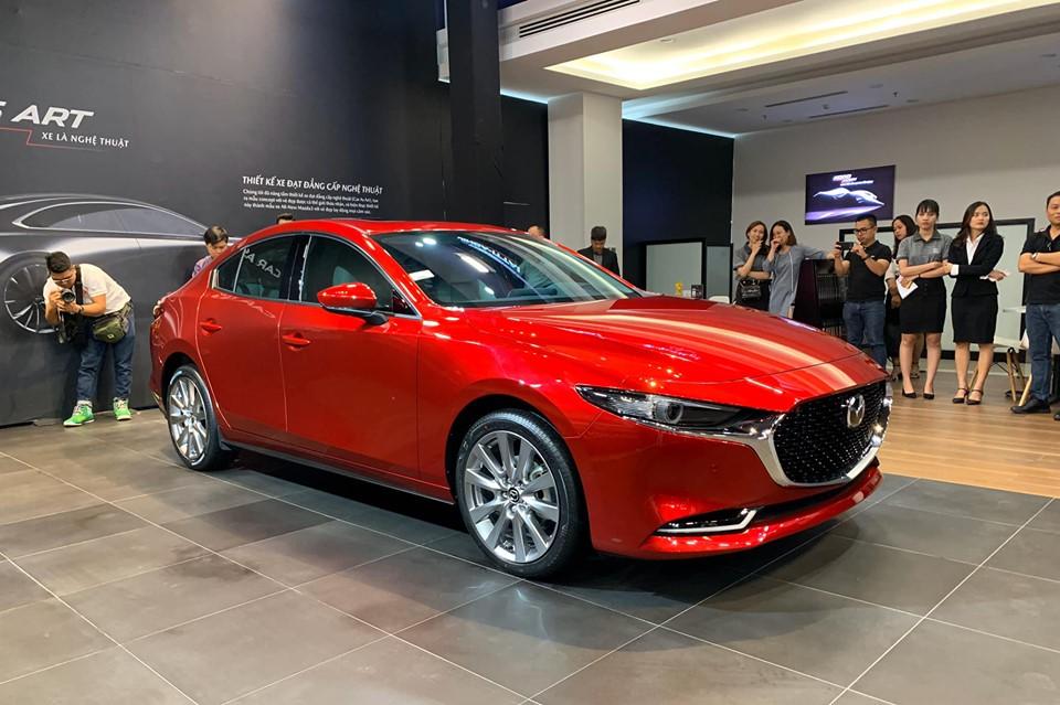 Bảng giá xe ô tô Mazda tháng 12: Hứa hẹn đợt giảm sâu kế tiếp - Hình 1
