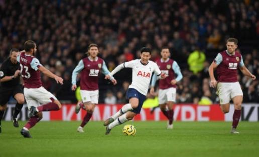 CHOÁNG! Mourinho giằng bóng từ Son Heung-min, trao cho 1 cái tên khác sau trận - Hình 1