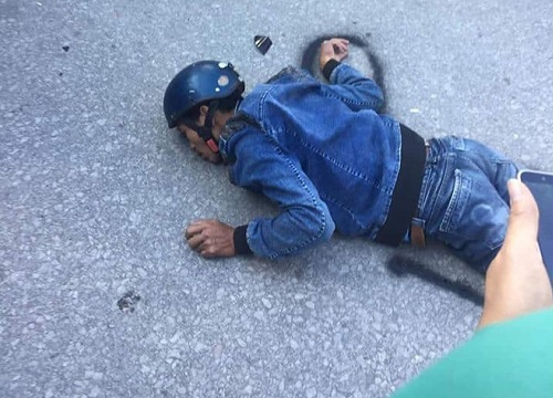 Hành khách nằm xuống dưới đất chặn xe, tài xế gọi 7 lần bố cầu xin buông tha - Hình 1