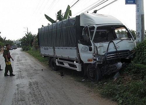 Tài xế xe tải ngủ gật gây tai nạn kinh hoàng - Hình 1
