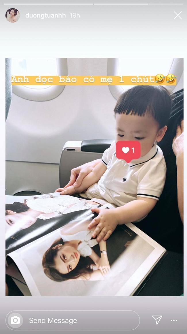Á hậu Tú Anh hạnh phúc khoe con trai đã trưởng thành khi biết ngắm mẹ trên tạp chí - Hình 1
