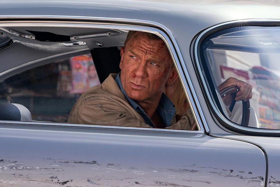 Hàng loạt mẫu xe đình đám xuất hiện trong trailer phim James Bond mới - Hình 1