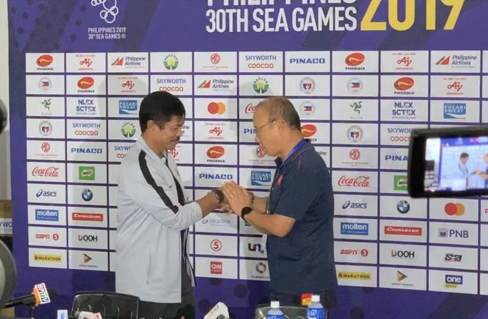 HLV Indonesia Indra Sjafri: HLV Park Hang-seo đã bị phạt thẻ vàng, còn tôi thì chưa! - Hình 1