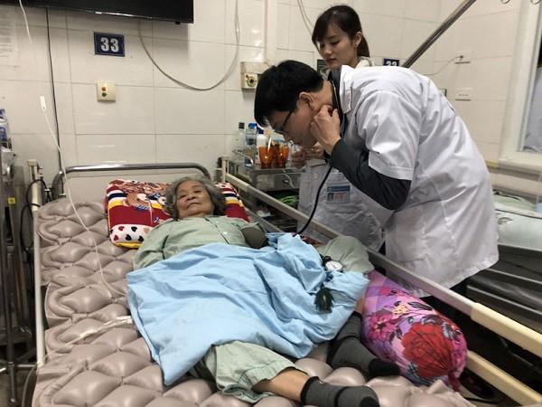 Mỗi ngày, hàng chục người nhập viện do đột quỵ, Hà Nội yêu cầu chống rét cho bệnh nhân - Hình 1