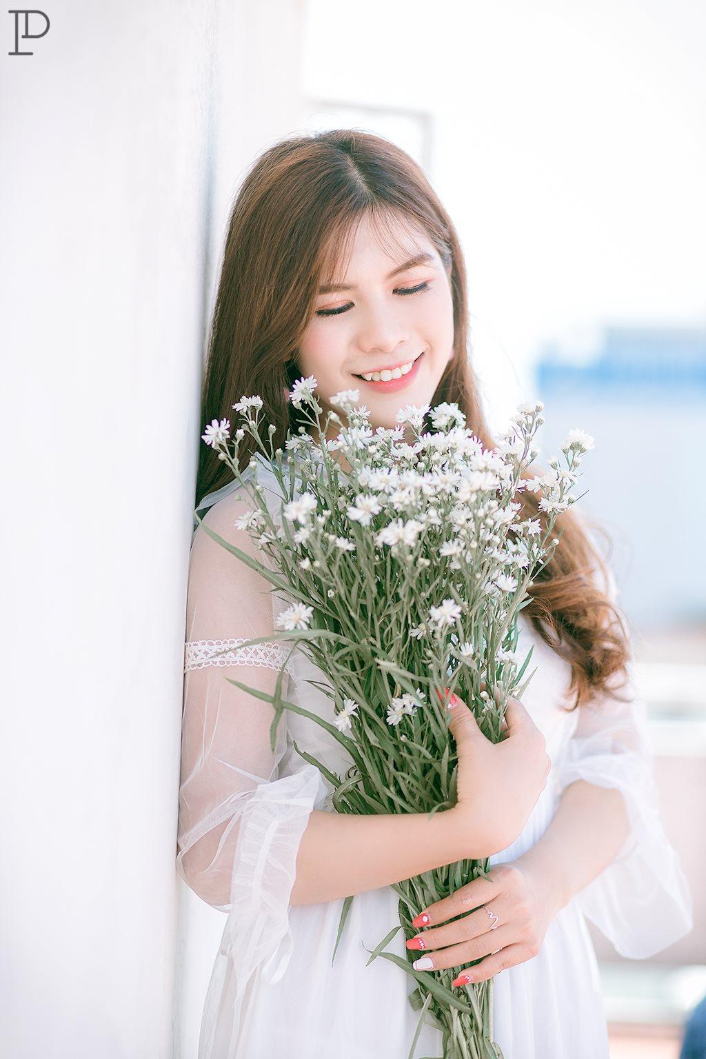 Dân mạng ngẩn ngơ ngắm vẻ đẹp dịu dàng trên sân thượng của hot girl Yến Hichii - Hình 3