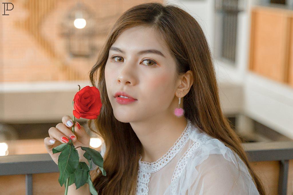 Dân mạng ngẩn ngơ ngắm vẻ đẹp dịu dàng trên sân thượng của hot girl Yến Hichii - Hình 10