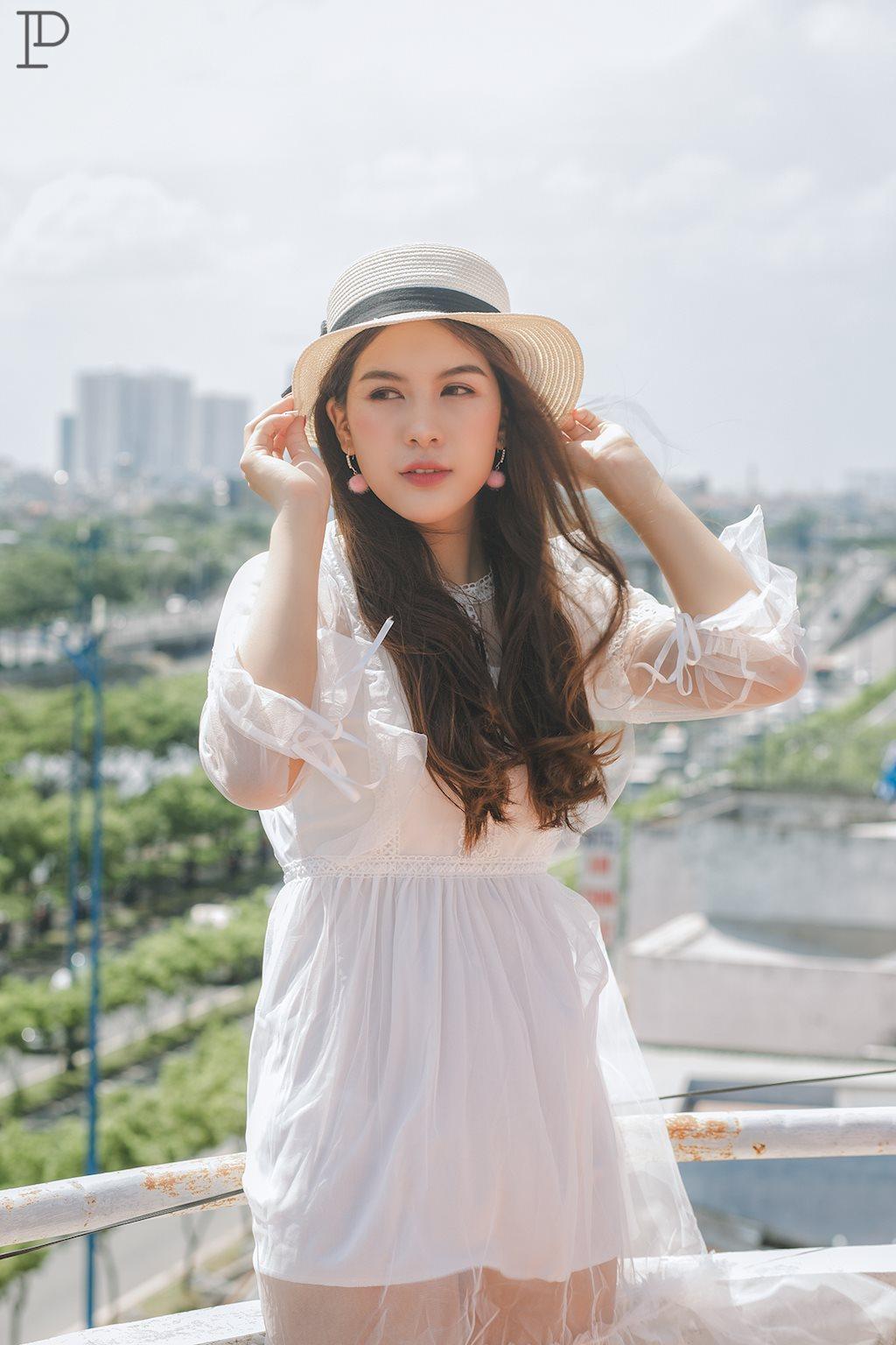 Dân mạng ngẩn ngơ ngắm vẻ đẹp dịu dàng trên sân thượng của hot girl Yến Hichii - Hình 4