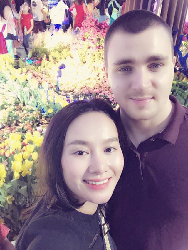 Sau thời gian lẻ bóng nuôi con, vợ cũ Thành Trung có bạn trai Tây và đang sống trong những ngày tháng ngôn tình - Hình 12