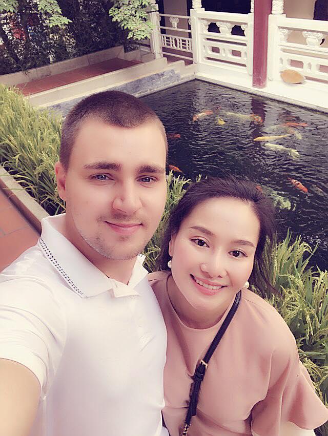 Sau thời gian lẻ bóng nuôi con, vợ cũ Thành Trung có bạn trai Tây và đang sống trong những ngày tháng ngôn tình - Hình 13