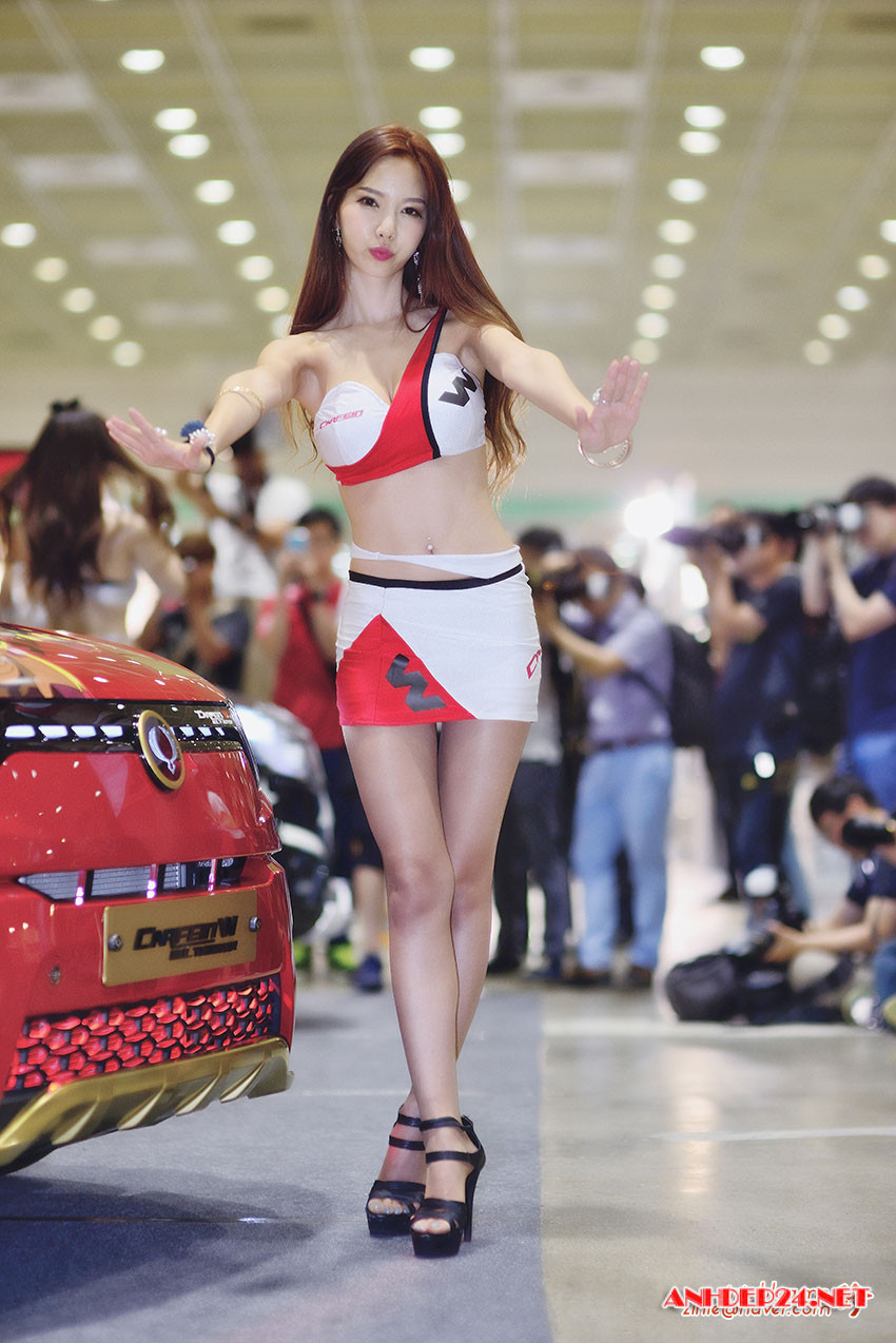 Chân dài Han Min Young xinh đẹp gợi cảm bên xế xịn - Người đẹp