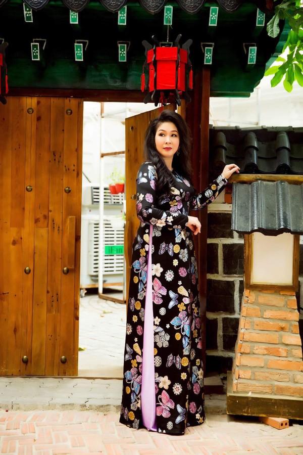 NSND Hồng Vân: Từ sân khấu kịch đến màn bạc, lửa nghề chưa bao giờ vụt tắt - Hình 9