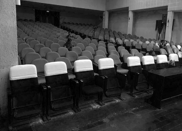 NSND Hồng Vân: Từ sân khấu kịch đến màn bạc, lửa nghề chưa bao giờ vụt tắt - Hình 7
