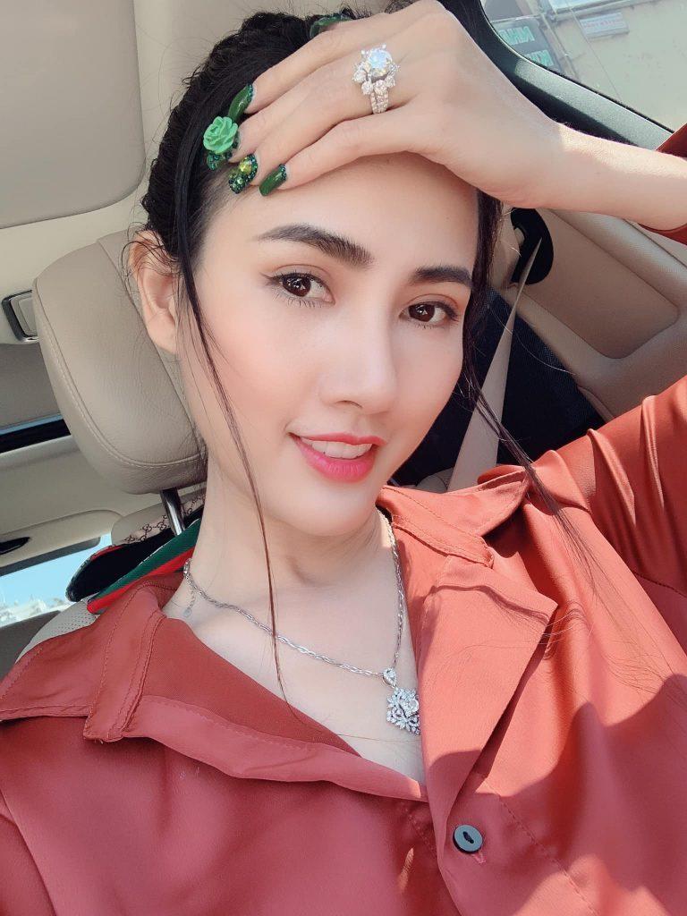 Hoá ra mỹ nhân showbiz Việt chỉ toàn 'hoa đã có chủ', không đại gia thì cũng là trai đẹp - Hình 13