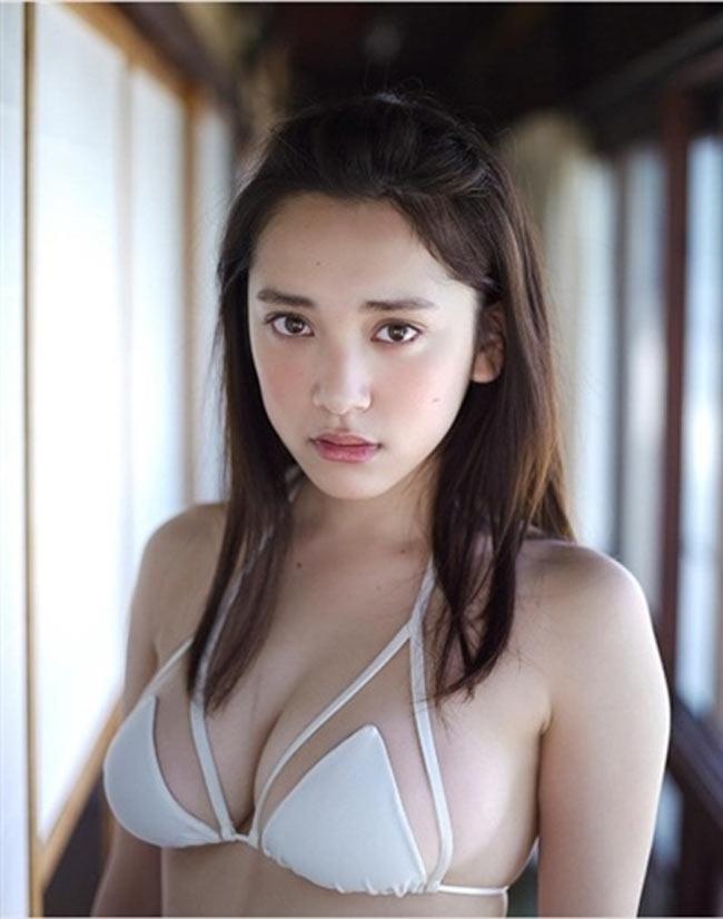 2 người mẫu trẻ mới nổi có vòng 1 chuẩn mực đang hot tại Nhật Bản - Hình 1
