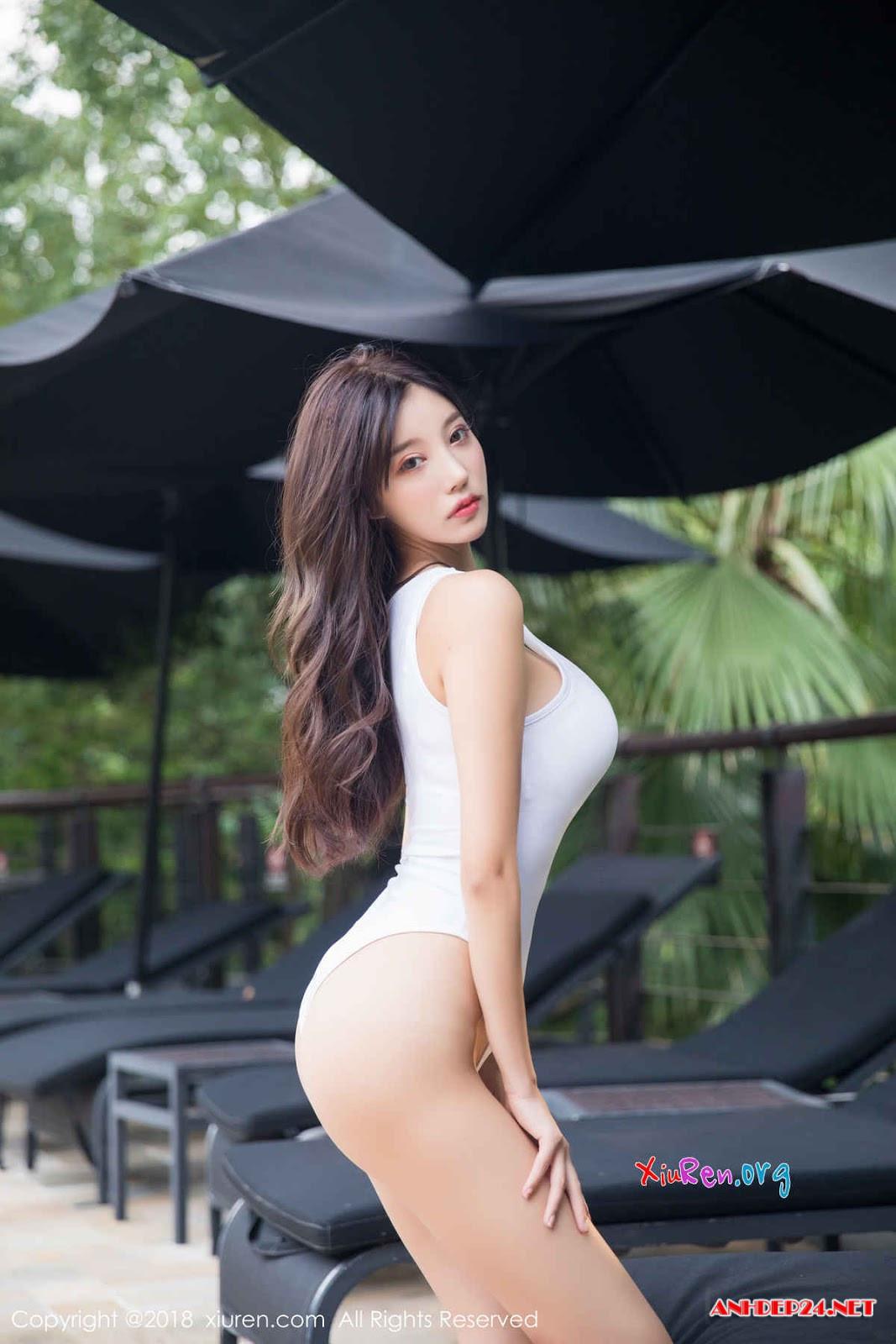 Chân dài xứ tỉ dân siêu gợi cảm với bikini - Hình 10