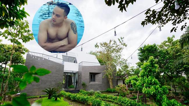 Nam ca sĩ 34 tuổi, độc thân, sống ở 2 siêu biệt thự tại Sài Gòn và Long An là ai? - Hình 4