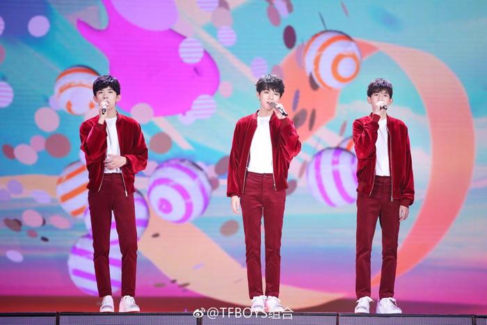 TFBOYS, Tần Lam, Trương Nghệ Hưng cùng La Vân Hi hâm nóng sân khấu Tết Nguyên Tiêu CCTV 2019 - Hình 3