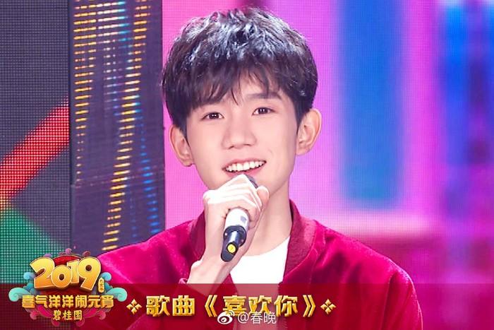 TFBOYS, Tần Lam, Trương Nghệ Hưng cùng La Vân Hi hâm nóng sân khấu Tết Nguyên Tiêu CCTV 2019 - Hình 8