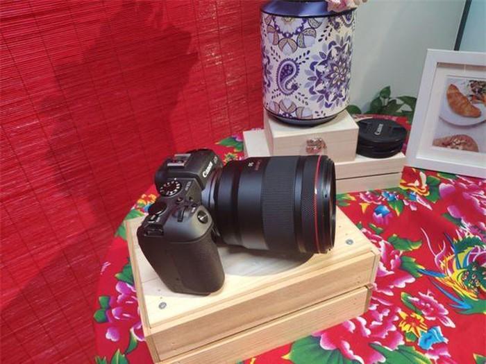 Canon ra mắt máy ảnh full-frame EOS RP gọn nhẹ, giá 38 triệu đồng - Hình 1