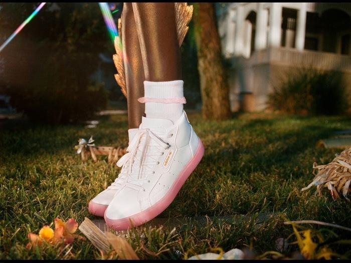 8/3 tặng nàng đôi sneaker kẹo ngọt mới nhất của Adidas cứ gọi là chị em đổ rầm - Thời trang