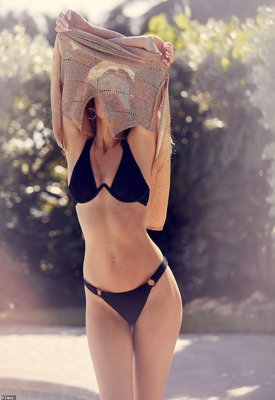 Abbey Clancy tung ảnh bikini khoe đường cong chuẩn từng centimet - Hình 12