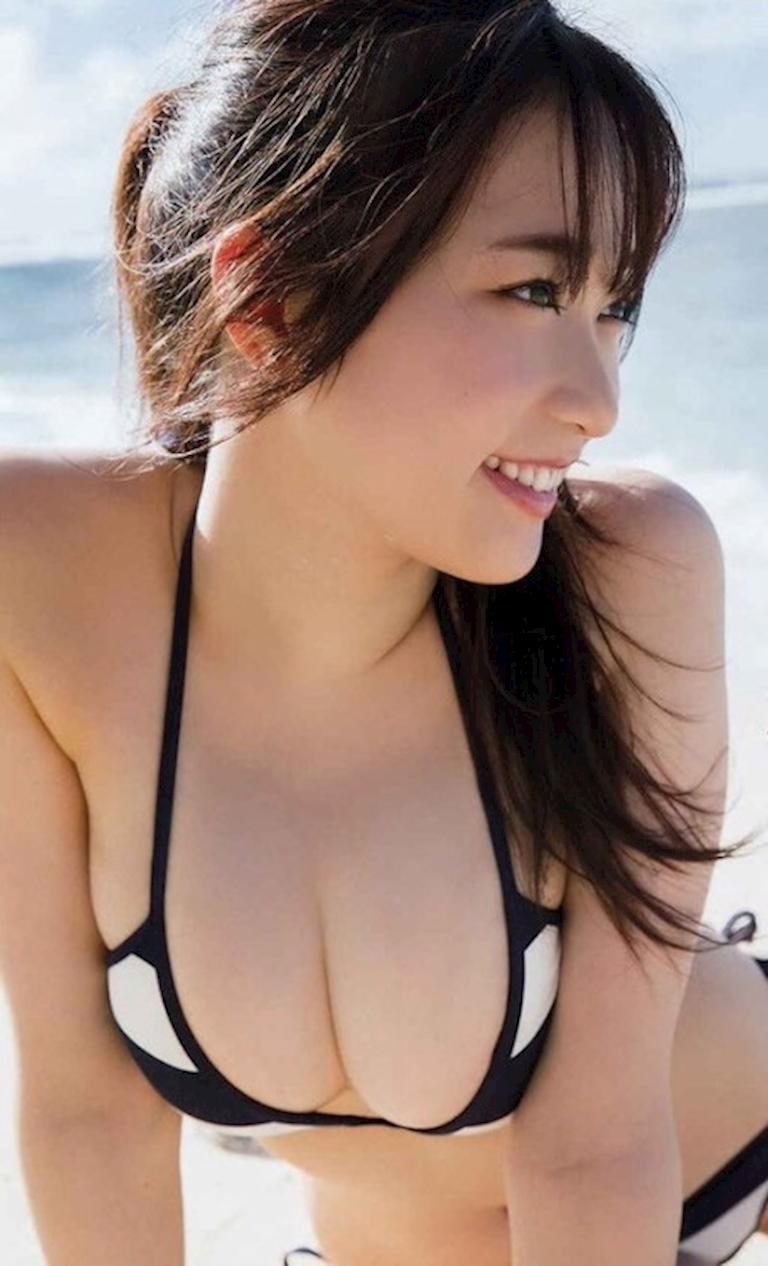 Hot idol Nhật Bản với vòng một căng tràn dù mới 20 tuổi - Hình 2