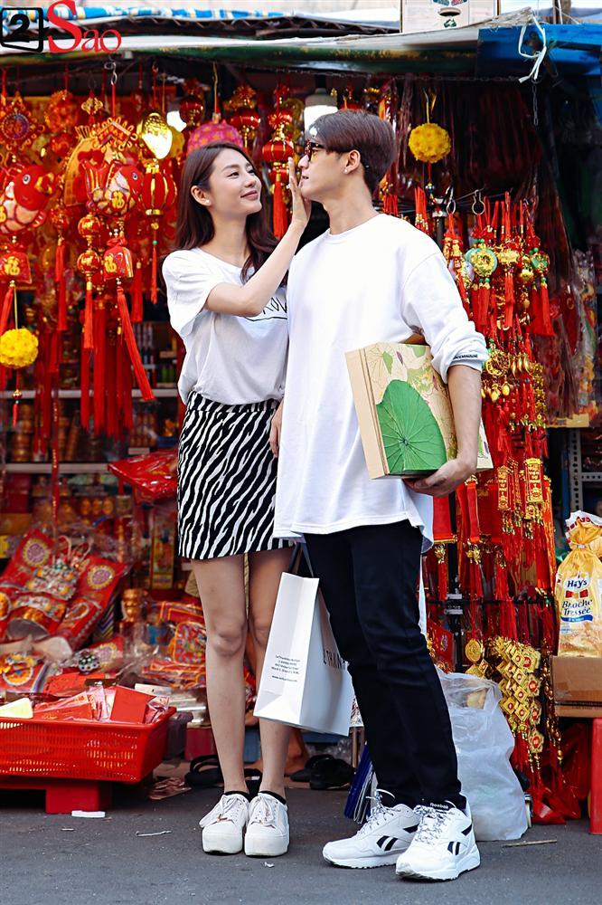 Ngắm Linh Chi - Lâm Vinh Hải tình tứ đi chợ Tết, ai cũng mong cặp đôi sớm báo hỷ trong năm mới Kỷ Hợi - Hình 14