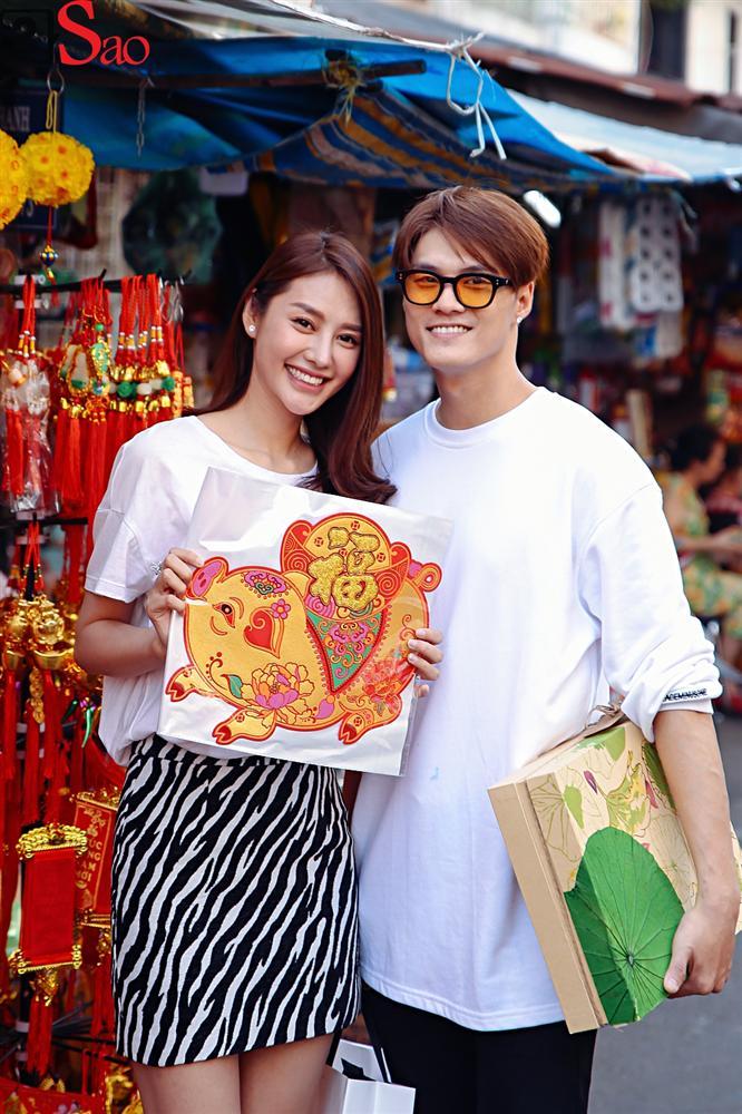 Ngắm Linh Chi - Lâm Vinh Hải tình tứ đi chợ Tết, ai cũng mong cặp đôi sớm báo hỷ trong năm mới Kỷ Hợi - Hình 15