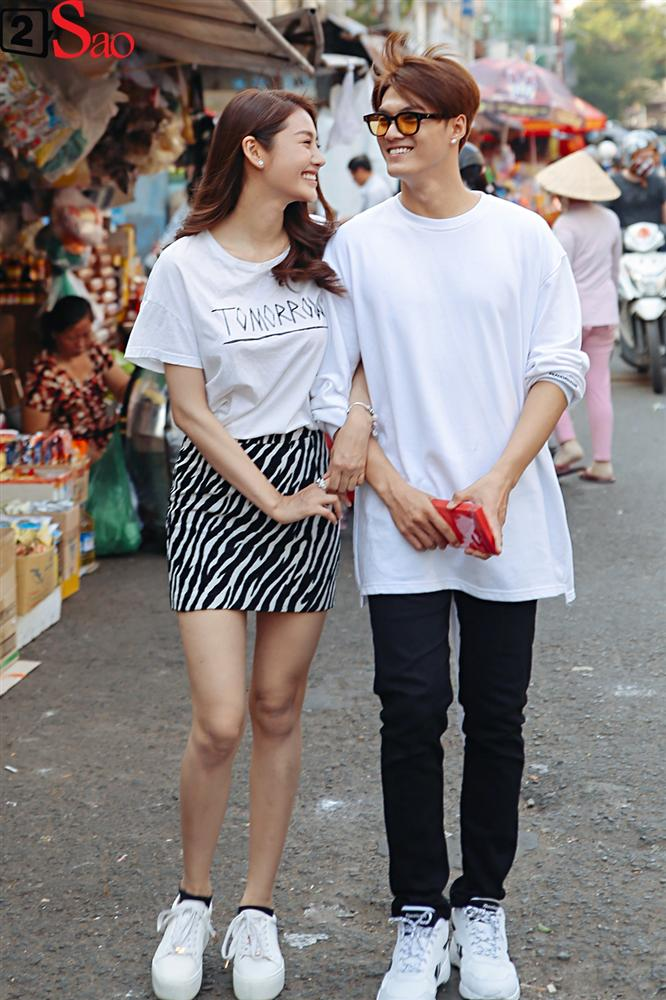 Ngắm Linh Chi - Lâm Vinh Hải tình tứ đi chợ Tết, ai cũng mong cặp đôi sớm báo hỷ trong năm mới Kỷ Hợi - Hình 2