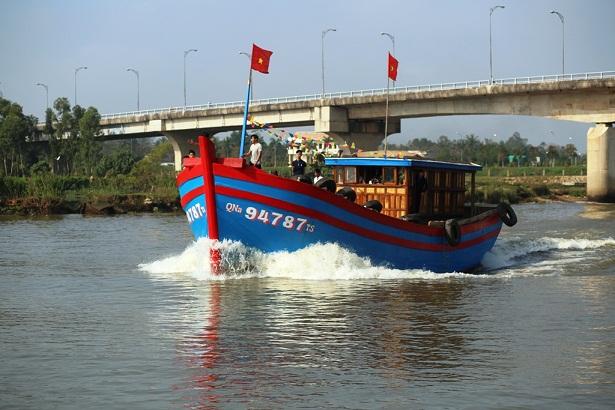 Quảng Nam: Hàng trăm tàu thuyền vươn Hoàng Sa lấy lộc đầu năm - Hình 2