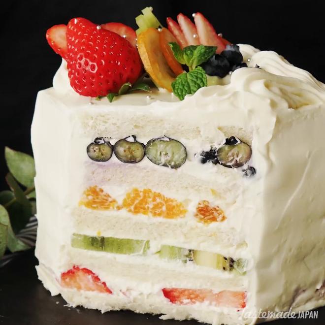 Giờ mới để ý, hoá ra người Nhật Bản thích cho trái cây tươi vào các loại bánh ngọt như thế này - Hình 5