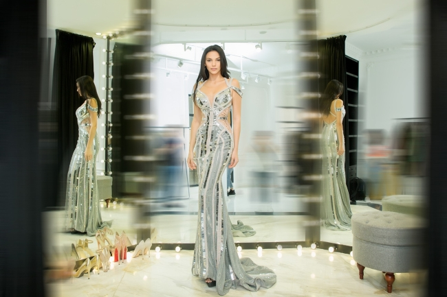 Hoa hậu Siêu quốc gia 2018 hào hứng thử váy của nhà thiết kế Việt - Hình 3