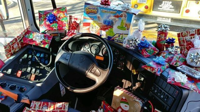 Những món quà nhỏ đầy ý nghĩa của người lái xe buýt trường học - Hình 2