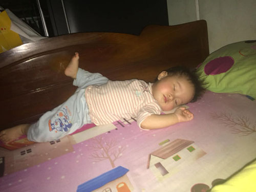 Những dáng ngủ có 1-0-2 của nhóc tì - Hình 2