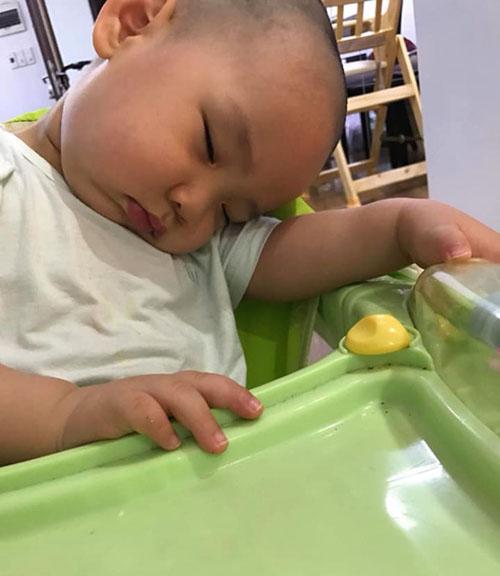 Những dáng ngủ có 1-0-2 của nhóc tì - Hình 8