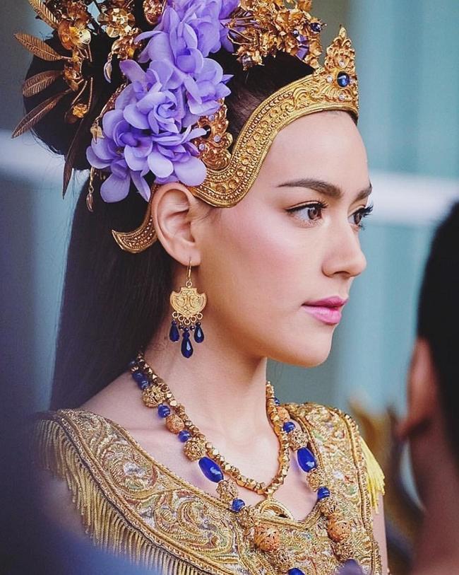 Chẳng những đàn ông mà phụ nữ cũng mê 3 bông hồng lai đẹp nhất Thái Lan - Hình 19