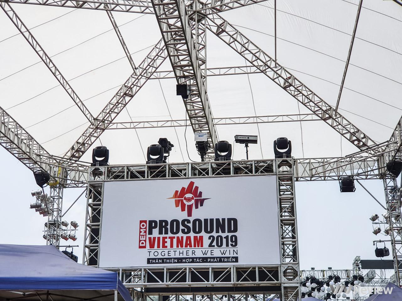Hệ thống âm thanh Monsters Verity Audio và IWAC220P lần đầu tiên được trình diễn tại Việt Nam - Hình 1