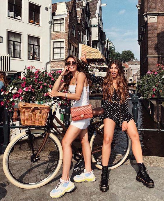 Muôn kiểu check-in nghìn like cùng xe đạp tại Hà Lan - Hình 3