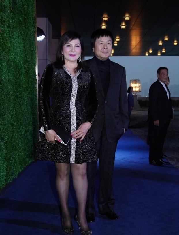 Sự kiện quy tụ giới siêu giàu Hong Kong: Tiểu tam Hoa hậu Lý Gia Hân e lệ bên đại gia, chạm trán vợ cũ của chồng cùng tham dự - Hình 5