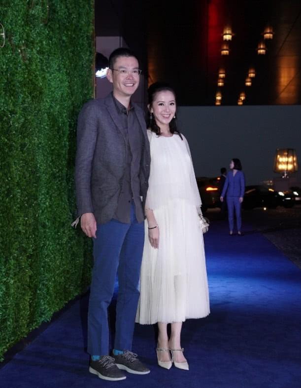 Sự kiện quy tụ giới siêu giàu Hong Kong: Tiểu tam Hoa hậu Lý Gia Hân e lệ bên đại gia, chạm trán vợ cũ của chồng cùng tham dự - Hình 9