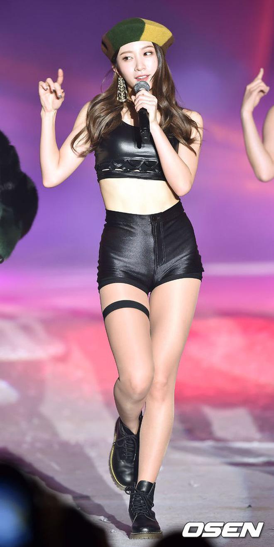 Đã cao mà dáng còn chuẩn, các nữ idol này cứ lên sân khấu là lại khiến fan điêu đứng - Hình 13