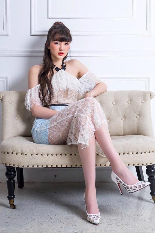 Những hot girl ảnh trên mạng xinh đẹp, ngoài đời thực còn rạng rỡ hơn - Hình 8